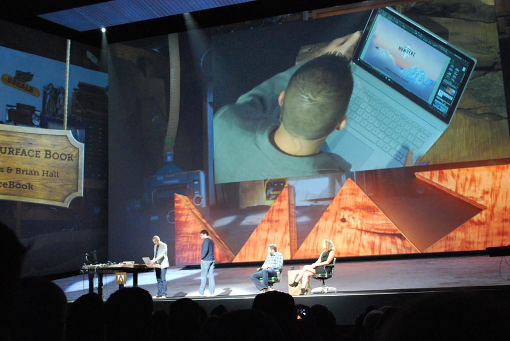 Michael Ninnis van Adobe aan de slag met de nieuwe Surface Book.
