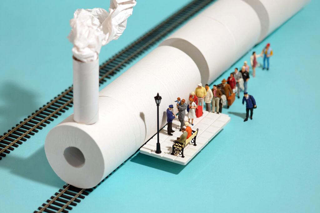 trein en station met toiletpapier